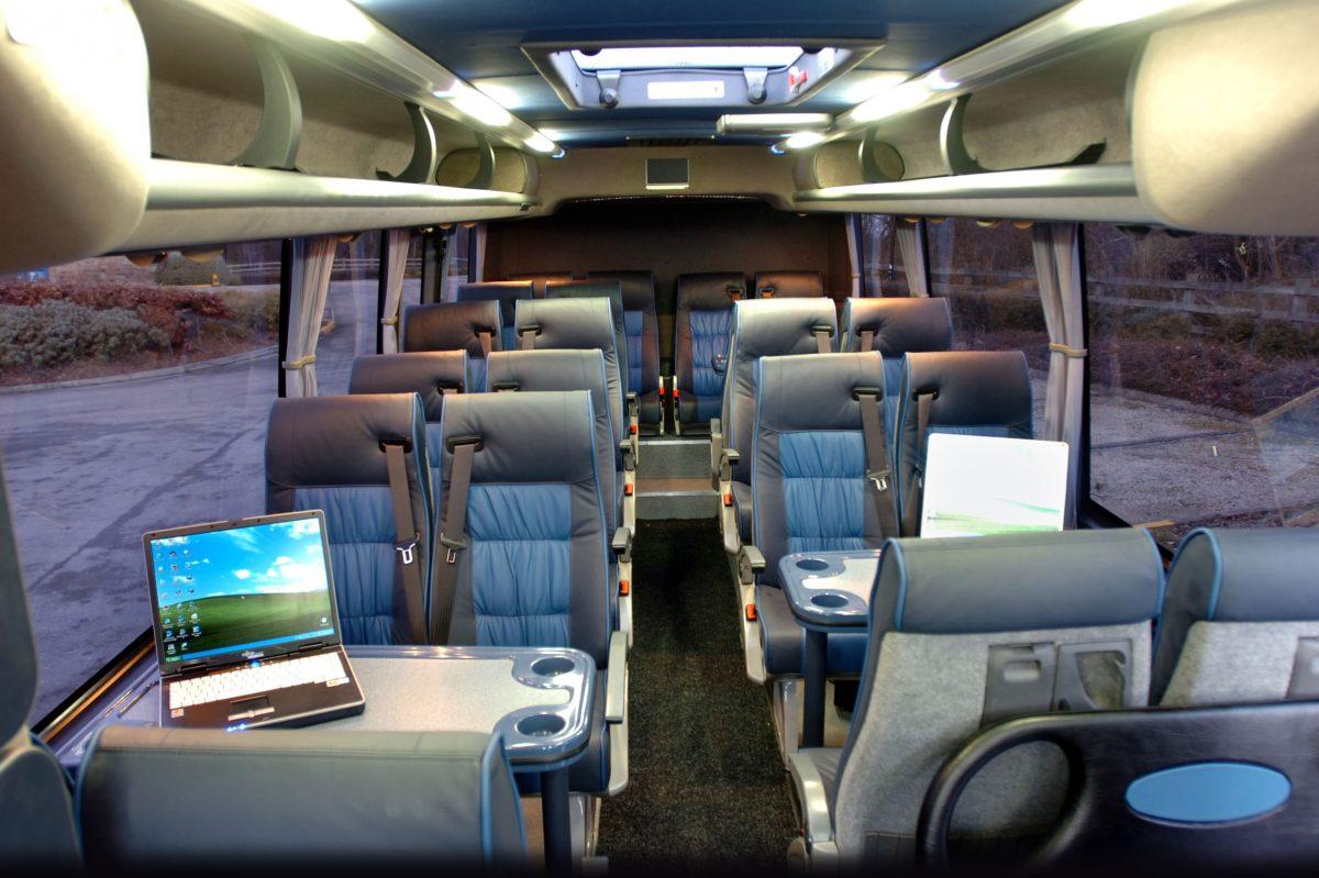 Verslo susitikimas: mikroautobusų nuoma, apgyvendinimas ir pramogos